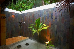 Filitheyo Superior Villa outdoor shower