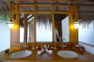 Medhufushi Beach Villa bathroom