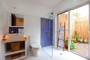Atmosphere Garden Apartment bathroom