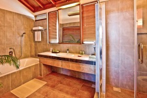 Reethi Water Villa bathroom