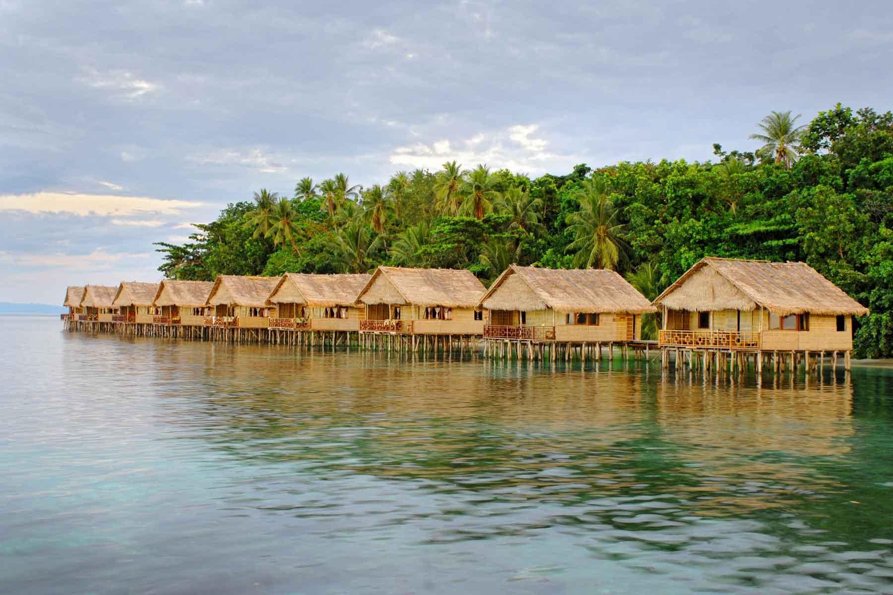 Raja ampat indonesia scuba diving holidays equator diving - Dive resort raja ampat ...