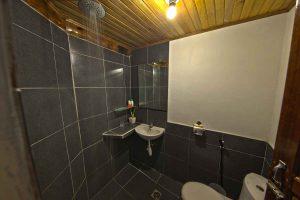 NAD Poolside Room bathroom