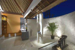 Ocean Front Deluxe Bungalow bathroom